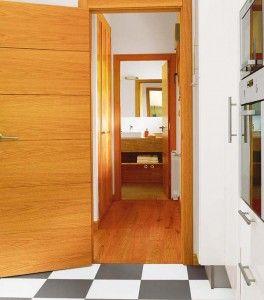 un-pasillo-corto-y-ancho-es-perfecto-para-realizar-un-armario-empotrado-donde-guardar-lenceria-de-hogar-y-menaje_ampliacion