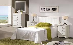 muebles blancos en el dormitorio