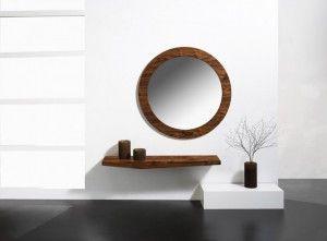 un_recibidor_con_espejo