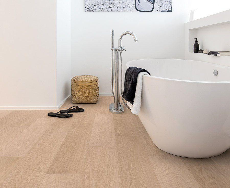 suelo laminado en el cuarto de baño